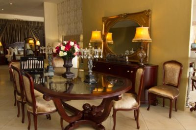 Christy oval table with Roses Dining chairs